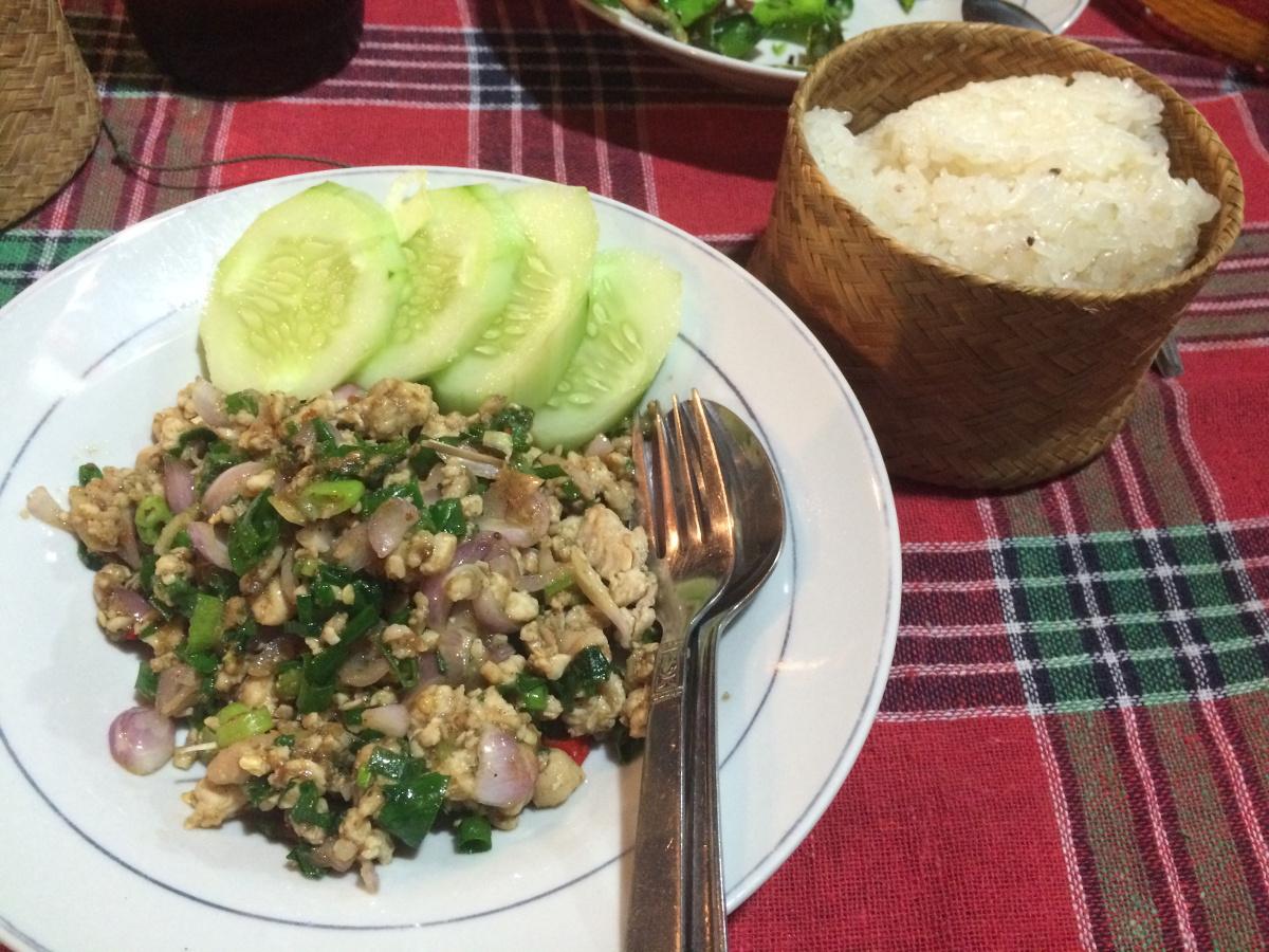 Larb Nr 1 Kuchni Laotanskiej